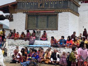 Der Glücksindex wird regelmäßig in repräsentativen Befragungen in der Bevölkerung Bhutans gemessen